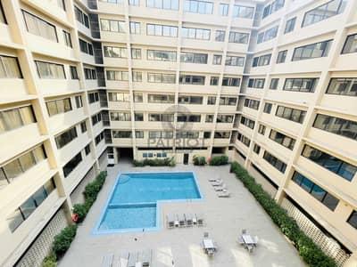 2 Bedroom Flat for Rent in Bur Dubai, Dubai - Pool View 2BR Apt   1 Month Free  No Commission