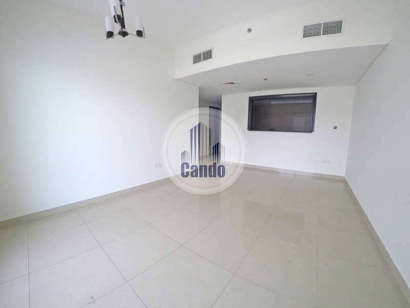 2 6 Cheques / Pool View / Semi Closed Kitchen
