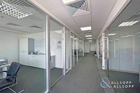 Office for Sale in Business Bay, Dubai - Bright   10 Parking Spaces   Vacant Transfer
