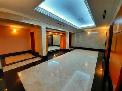 شقة 4 غرف نوم للايجار في منطقة النادي السياحي، أبوظبي - شقة في بناية زيك زاك منطقة النادي السياحي 4 غرف 230000 درهم - 5439978