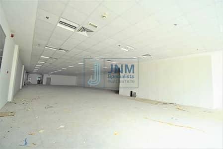 محل تجاري  للايجار في شارع الشيخ زايد، دبي - Shell & Core / Big Showroom on Best Price!