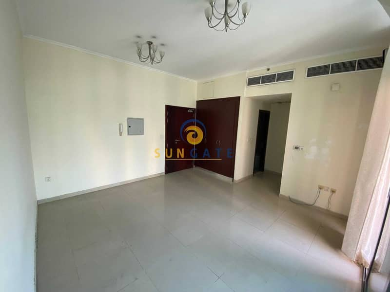12 Large Balcony   Closed Kitchen   Low Floor