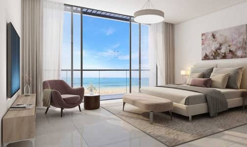 3 Bedroom Apartment for Sale in Al Khan, Sharjah - For sale apartment overlooking the sea directly in the heart of Sharjah