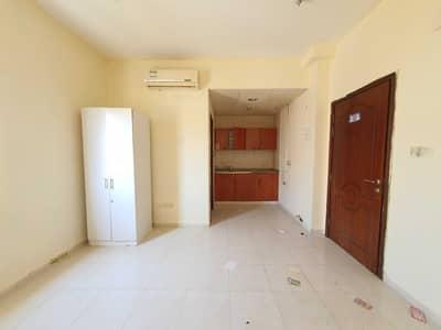 استوديو  للايجار في مويلح، الشارقة - شقة في مبنى مويلح مويلح 10000 درهم - 5443834
