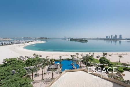 3 Bedroom Flat for Sale in Palm Jumeirah, Dubai - 3BR Plus Maids on Middle Floor with Sea Views