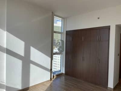 شقة 2 غرفة نوم للايجار في الدانة، أبوظبي - شقة في الدانة 2 غرف 75000 درهم - 5447738