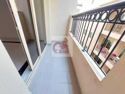 شقة 2 غرفة نوم للايجار في تجارية مويلح، الشارقة - Spacious 2Bedroom With Balcony Parking 1Master Bedroom in New Muwailih Area