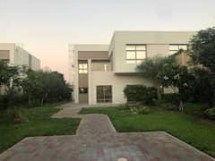 جاهز للسكن | أكبر قطعة أرض في الشارقة | سهولة الوصول إلى طريق الإمارات | بالقرب من دبي | مجتمع مسور