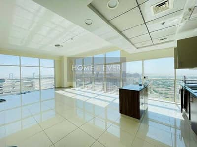 2 Bedroom Apartment for Rent in Jumeirah Village Circle (JVC), Dubai - Massive Living Area | Maid's Room | Higher Floor | Vacant