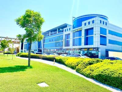 محل تجاري  للايجار في البرشاء، دبي - محل تجاري في بناية اريديوم البرشاء 1 البرشاء 150000 درهم - 5452122