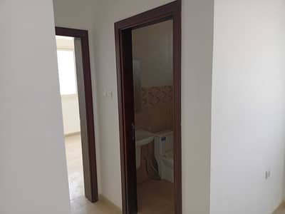 21 Bedroom Building for Sale in Al Qusaidat, Ras Al Khaimah - Building for sale in Ras Al Khaimah, Al Qusaidat area, consisting of 36 housing units
