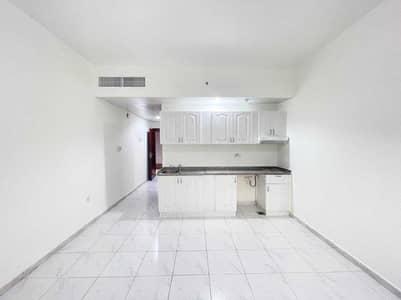 استوديو  للايجار في شارع النجدة، أبوظبي - شقة في شارع النجدة 29999 درهم - 5454079