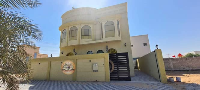 6 Bedroom Villa for Sale in Al Helio, Ajman - Distinctive villa, Arabic design, very sophisticated distribution without service fees, free ownership for life on Al-Jar Street with bank facilities