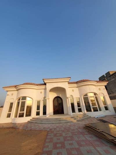فیلا 5 غرف نوم للايجار في ند الشبا، دبي - فیلا في ند الشبا 3 ند الشبا 5 غرف 300000 درهم - 5455248