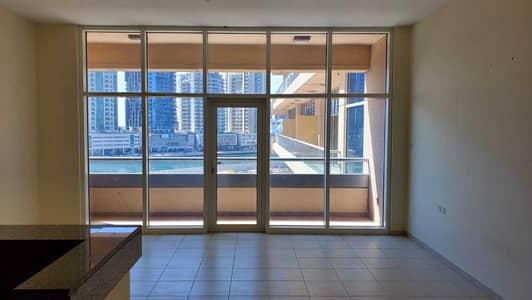 استوديو  للايجار في الخليج التجاري، دبي - Studio with terrace