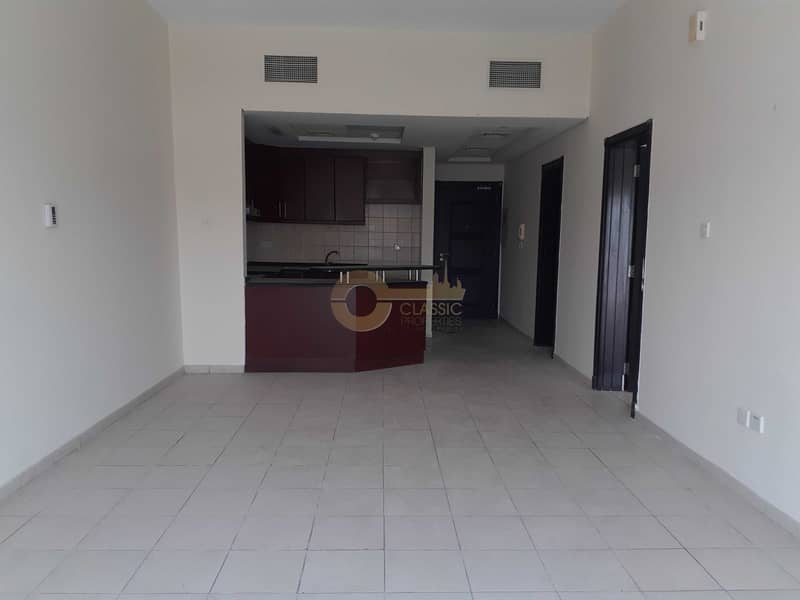 Pool View | Spacious 1 Bed | Multiple Cheques
