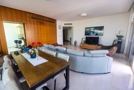 Chic and Elegant Corner Apartment High Floor