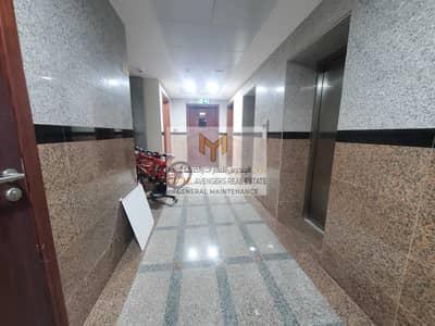 فلیٹ 3 غرف نوم للايجار في مصفح، أبوظبي - شقة في شعبية مصفح 3 غرف 62000 درهم - 5459141