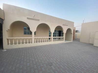 Villa for rent in Ajman Mushairef  On the main street, asphalt street  4 ro
