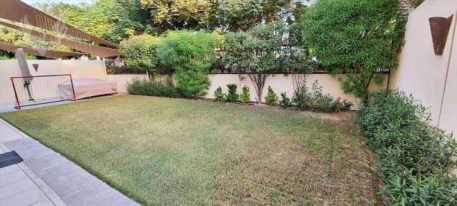 5 Bedroom Villa for Sale in Arabian Ranches 2, Dubai - Pool and park facing vacant corner villa