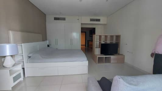 Studio for Rent in Business Bay, Dubai - Large studio with huge balcony for rent in DM Cour Jardin