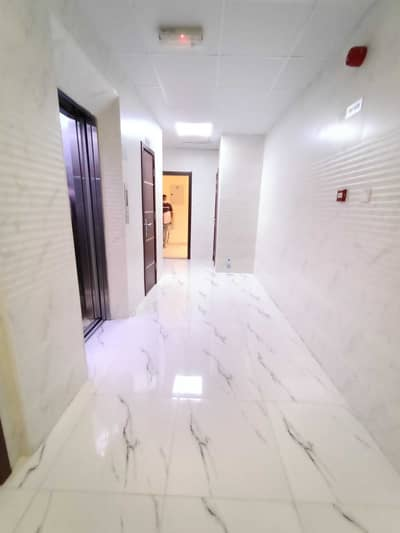 1 Bedroom Flat for Rent in Muwailih Commercial, Sharjah - Like A Brand New 1-BHK Central Ac Full Family Building At Prime Location Muwaileh