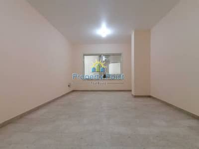 3 Bedroom Apartment for Rent in Liwa Street, Abu Dhabi - No Commission   1 Month FREE   3-bedroom Unit   Maids Rm   near SOUK