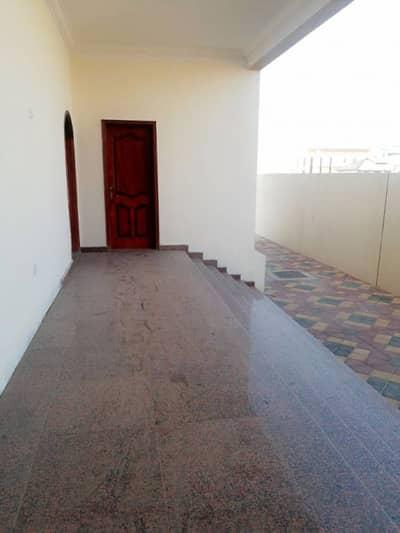 فیلا في الرحمانية 7 غرف 140000 درهم - 2592463