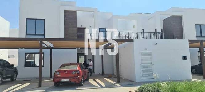 شقة 2 غرفة نوم للايجار في الغدیر، أبوظبي - جاهزة للعيش فيها | شقة مريحة مع بلكونة كبيرة  .
