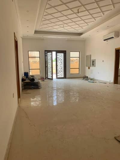 فیلا 4 غرف نوم للايجار في الخوانیج، دبي - للايجار فيلًا جديده سوبر ديلوكس ( ٤ غرف + مجلس + صاله + ملحق خارجي ) مطبخ
