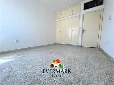 شقة 2 غرفة نوم للايجار في المشرف، أبوظبي - شقة في شارع دلما المشرف 2 غرف 44999 درهم - 5476638