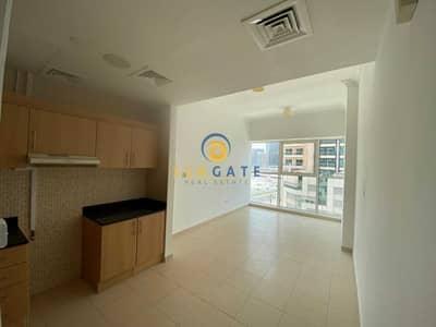 فلیٹ 1 غرفة نوم للايجار في الخليج التجاري، دبي - partial canal views
