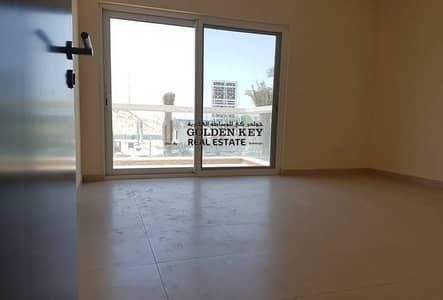 Amazing Warsan Villa 3 Large Bed Maid Corner for Sale