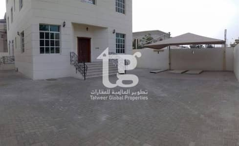 8 bedroom villa with independant enterance in KCA