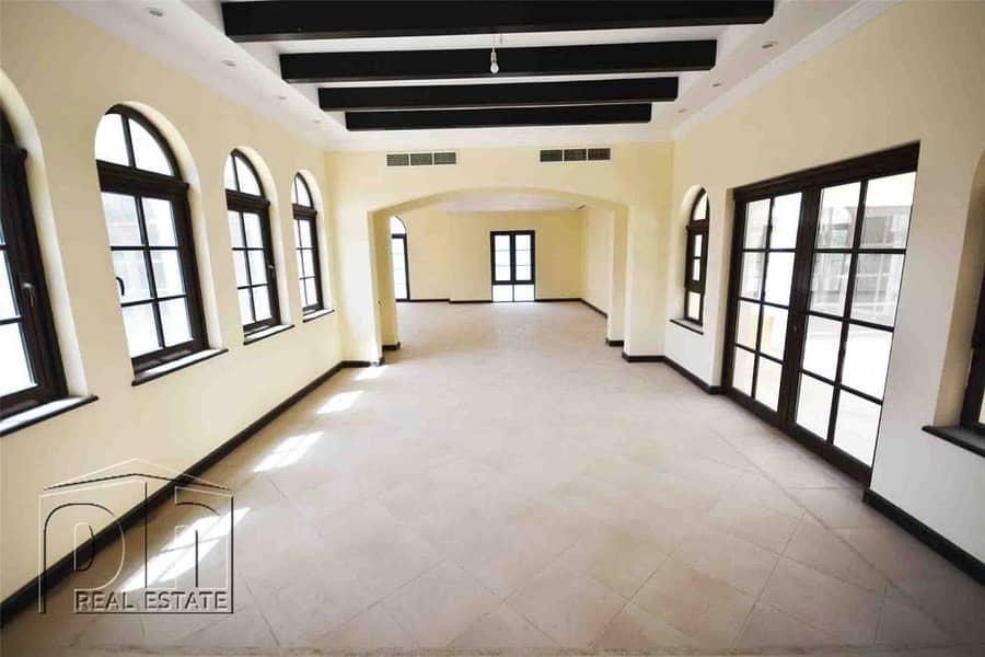 6 Bed villa Large Plot Close to Spinneys