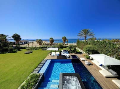 Ultra Luxury waterfront villa in a private island     3 BR+ Maid+ Garden+2 Parking   Heart-Stopping Sea View !