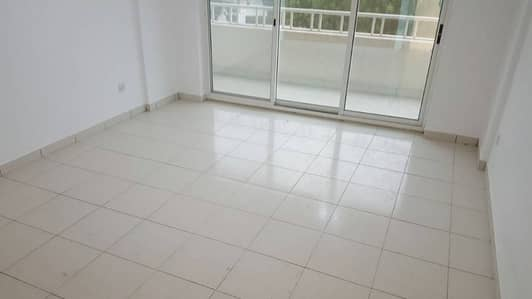 1minute walk from Oud Metha MS for 2BHK with laundry room and big balcony