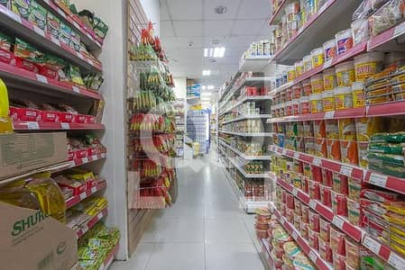 Shop for Rent in Discovery Gardens, Dubai - Main Road | Supermarket | Parking Area | Full Services