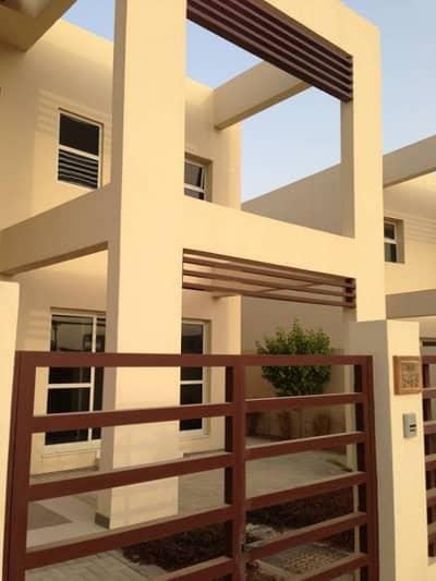 NO COMMISSION!!! BIG 4 Bedrooms Villa for Rent in Granada, Mina Al Arab.