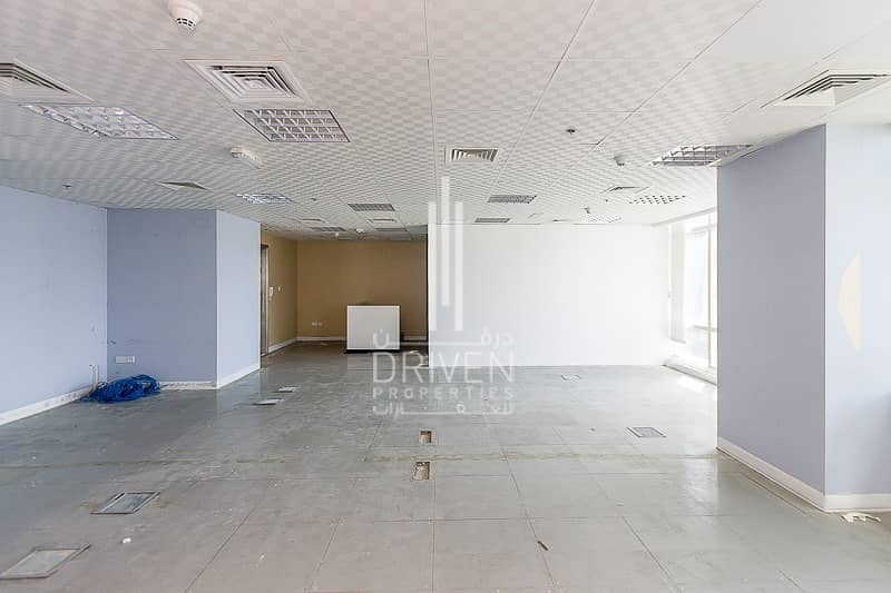14 Amazing fitted office high floor in Liwa