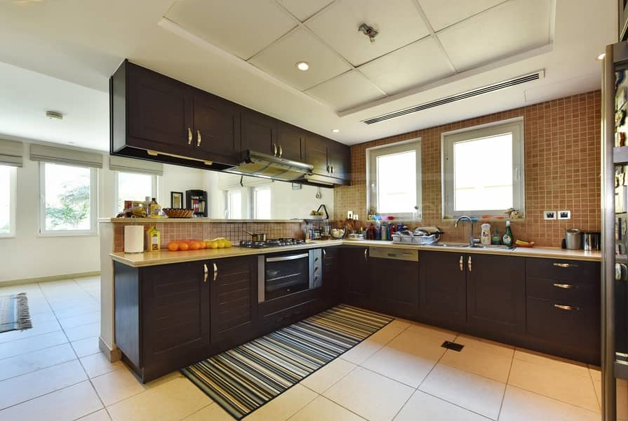 15 Beautiful and very well maintained villa