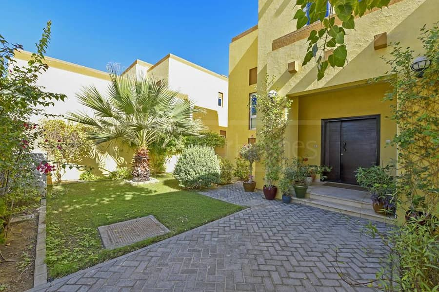 4 Beautiful and very well maintained villa