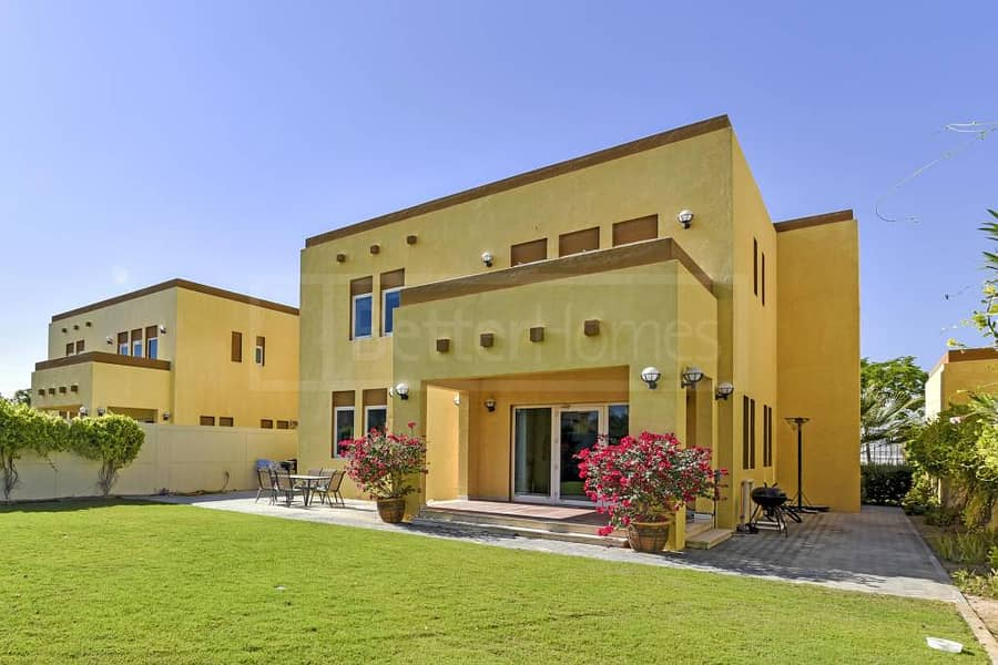 6 Beautiful and very well maintained villa