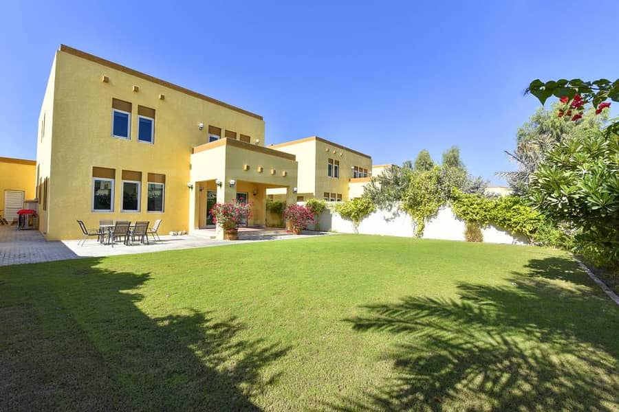 10 Beautiful and very well maintained villa
