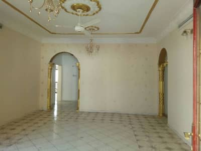 Amazing Spacious very well Maintained 3BHK 1 Big Majlis 1 Big living room and Maid Room for 90k