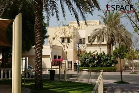 5 Bedroom Villa for Rent in The Meadows, Dubai - Private pool- Well maintained- Upgraded