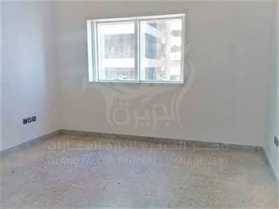 Cheap 3 Bedroom Apartment with Maid's for Rent in Khalidiya