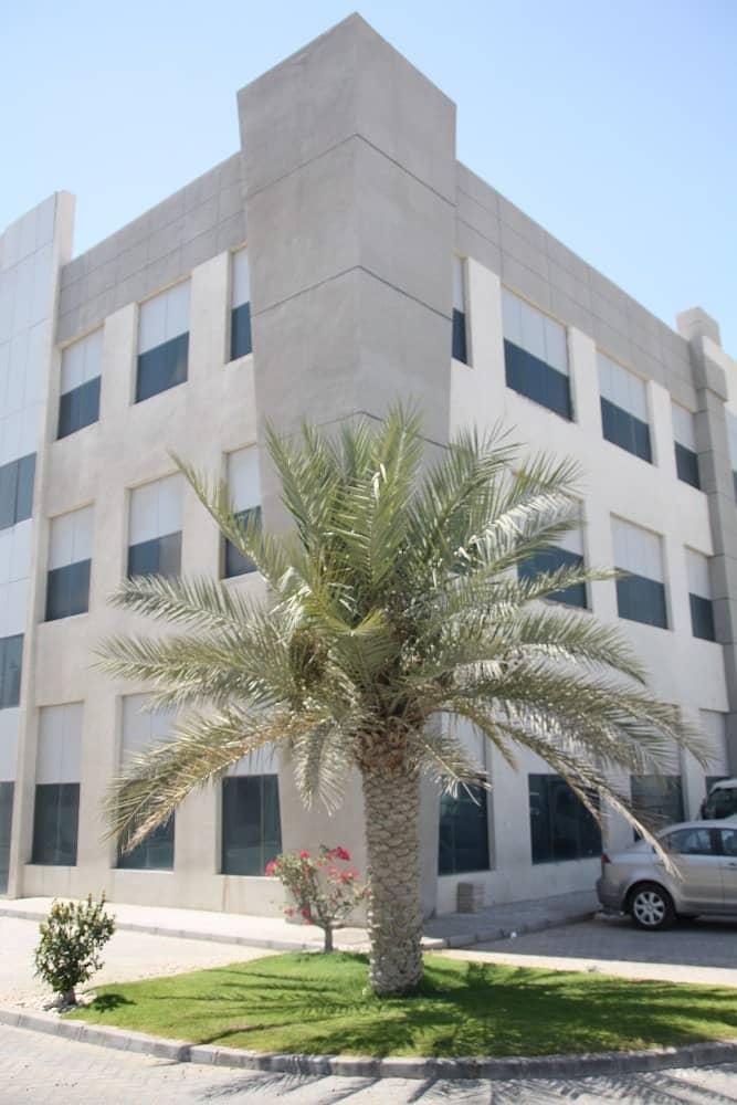 مکتب في المدينة الصناعية في أبوظبي مصفح 13000 درهم - 3297960