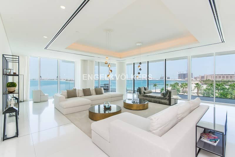 Luxury Living in a Beachfront Penthouse!