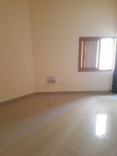 BurDubai , Bachelors Studio Flat Available For Rent in Mina bazar